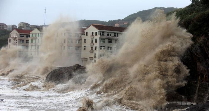 """""""أخبار كوارث العالم"""" الصين تتأهب لإعصار""""إن- فا"""""""