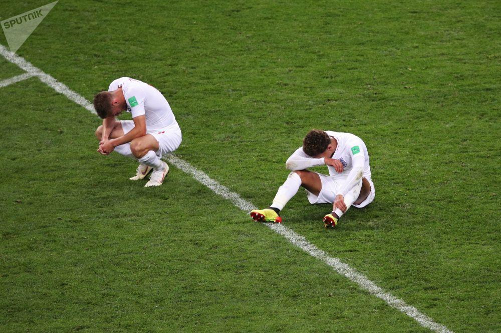 لاعبو المنتخب الوطني الإنجليزي بعد انتهاء مبارة النصف النهائي، وخشارة المنتخب أمام نظيره الكرواتي في ملعب لوجنيكي بموسكو، 11 يوليو/ تموز 2018