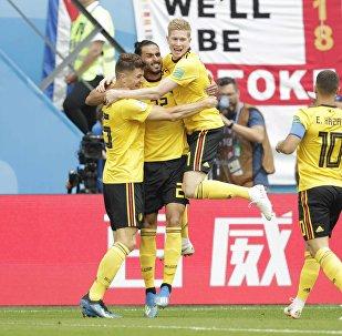 فرحة لاعبي بلجيكا بإحراز هدف في مرمى إنجلترا بكأس العالم 2018