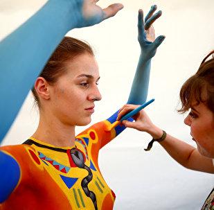 فنانون يرسمون لوحات فنية على أجساد البشر في النمسا