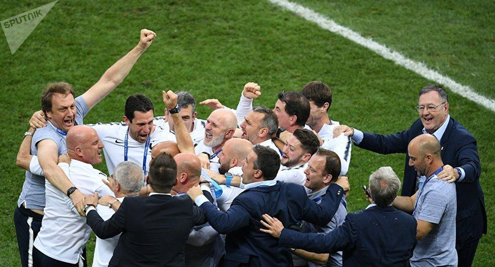 احتفال المنتخب الفرنسي بالفوز