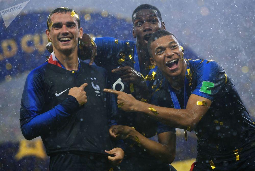 لاعب المنتخب الفرنسي أنطوان غريزمان، وبول بوغبا وكيليان مبابي