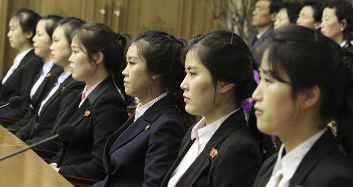 النادلات الـ 12 من كوريا الجنوبية
