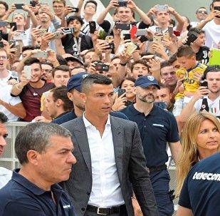 البرتغالي كريستيانو رونالدو لاعب يوفنتوس الإيطالي