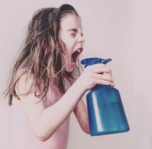 صورة بعنوان Spray Fury، للمصورة ميليسا باريللي، الحائزة على المركز الأول في فئة أطفال