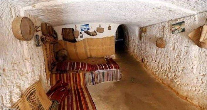 بيوت محفورة في الصخور عمرها 500 سنة