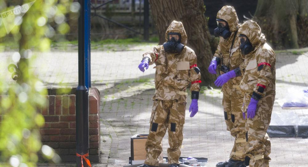 متخصصون في بدلات الحماية الكيميائية في سالزبوري
