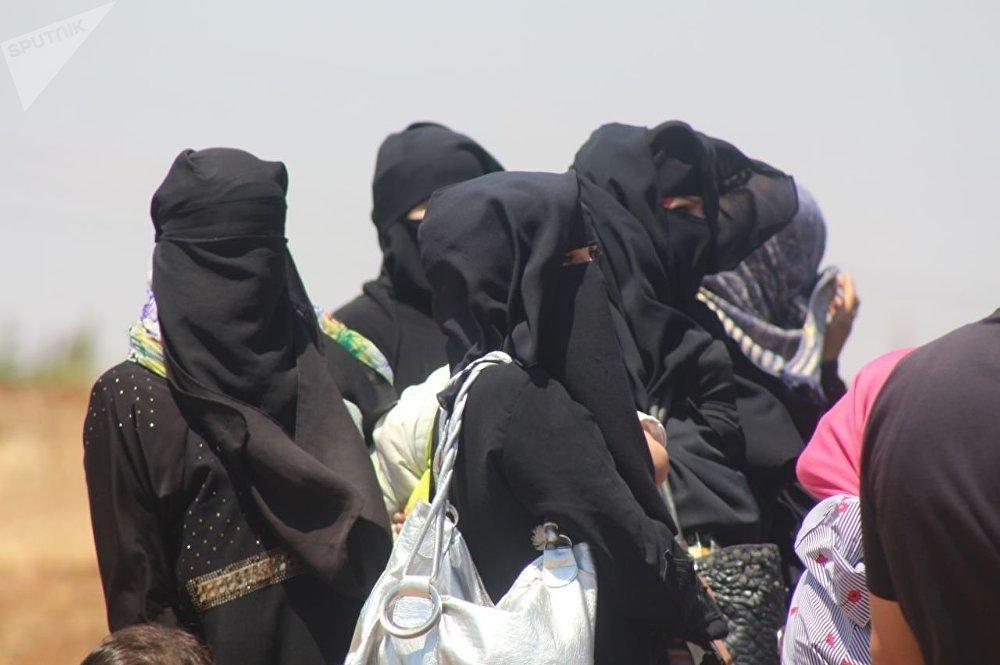 خروج المسلحين مع عائلاتهم من بلدة محجة شمالي محافظة درعا