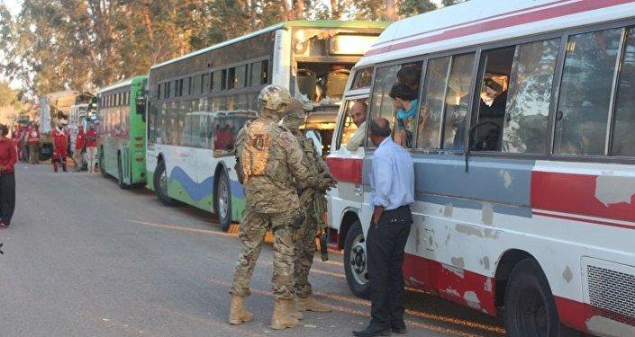 سبوتنيك تواكب خروج مسلحي نوى في درعا إلى الشمال السوري