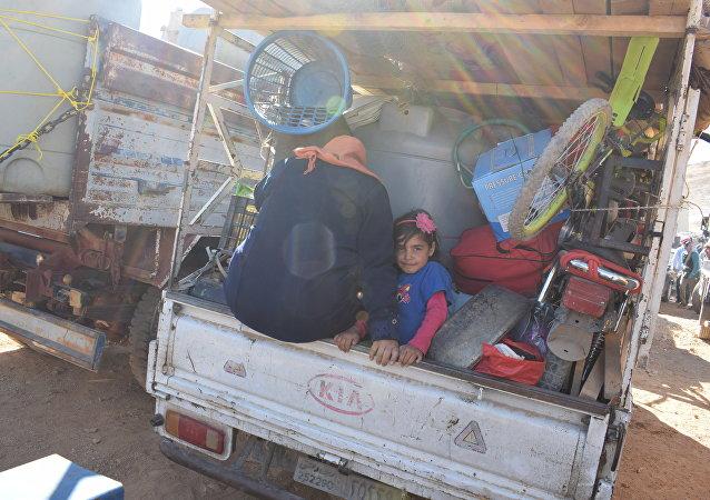 أهالي القلمون الغربي يغادرون عرسال اللبنانية ويعبرون عن سعادتهم في تسهيل إجراءات العودة