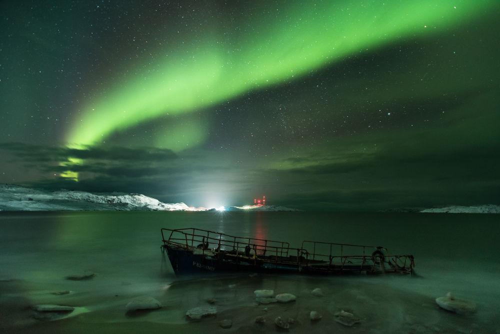 صورة بعنوان Aurora Borealis للمصور مايكل زافيالوف