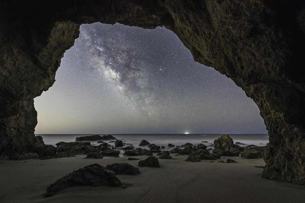 صورة بعنوان Cave Man للمصور براندون يوشيزاوا