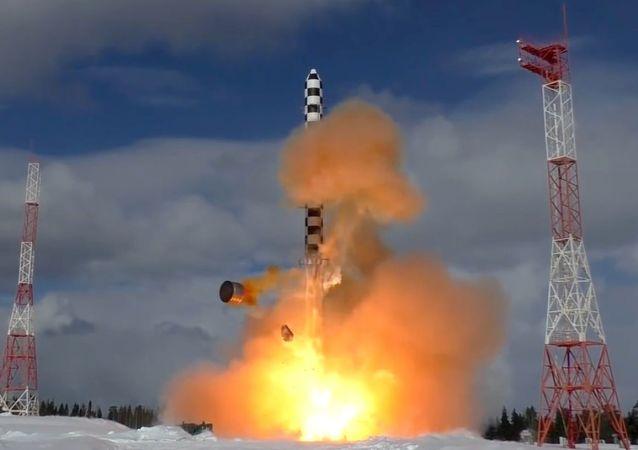 إطلاق صاروخ سارمات