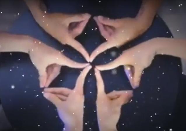فيديو مثير لأشكال هندسية بواسطة الأصابع