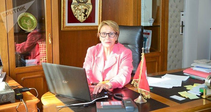 نزيهة العيدي وزيرة المرأة التونسية