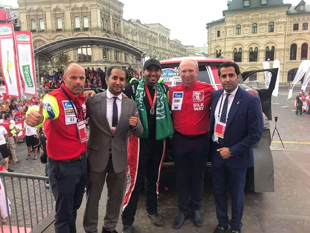 من حفل تكريم المتسابق السعودي يزيد الراجحي عند خط نهاية السباق في الساحة الحمراء
