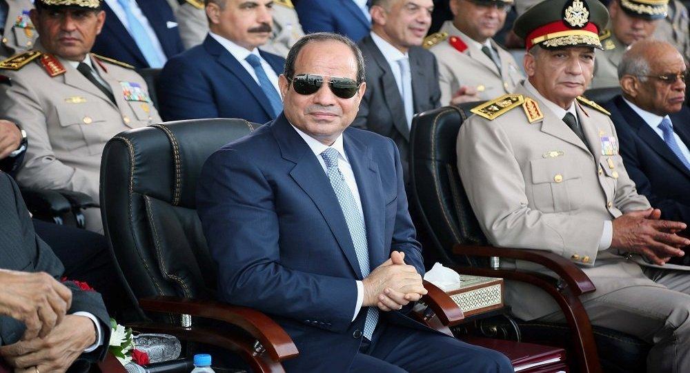 الرئيس المصري عبد الفتاح السيسي ووزير الدفاع الفريق أول محمد زكي