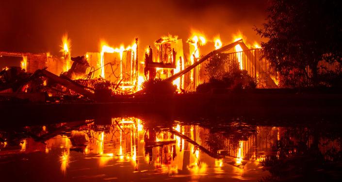 حريق بالقرب من ريدينغ، كاليفورنيا 28 يوليو/ تموز 2018
