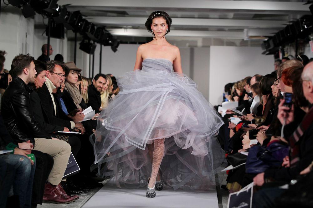 عارضة أزياء الأمريكية أريزونا ميوز