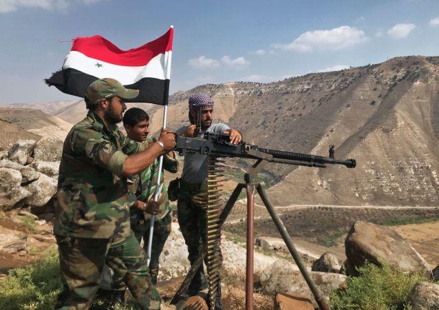 الجيش السوري يرفع العلم السوري في جنوب غرب محافظة درعا المحررة