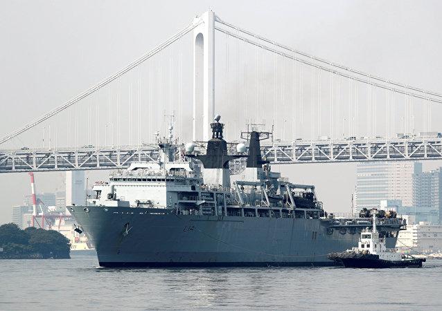وصول السفينة الهجومية البرمائية الهجومية (ألبيون)، التابعة للبحرية الملكية البريطانية إلى طوكيو، اليوم الجمعة، 3 أغسطس/آب 2018 ضمن جولة في شرق آسيا