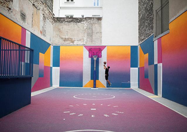 أقدم ملعب كرة سلة في العالم في العاصمة الفرنسية باريس