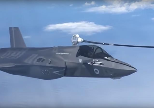 محاولة فاشلة لمقاتلة F-35 للتزود بالوقود في الجو