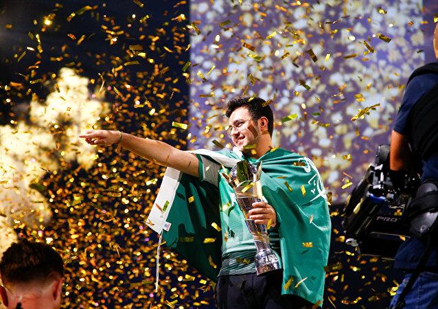 السعودي مساعد الدوسري بطل كأس العالم لكرة القدم الإلكترونية