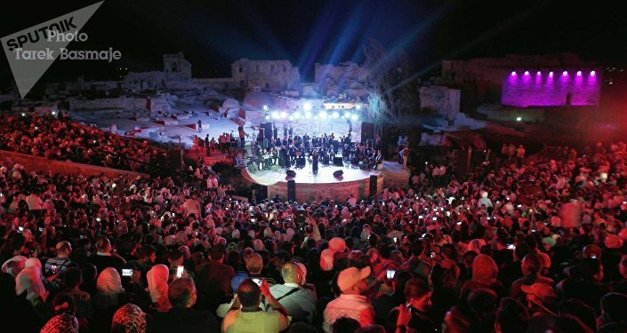 بين الجمهور في حفل ميادة الحناوي في حلب