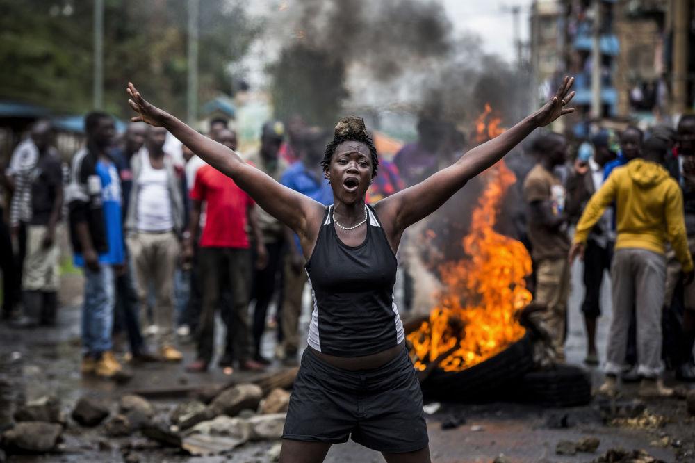 صورة بعنوان أعمال شغب في كينيا بعد الانتخابات، للمصور الإسباني لويس تاتو، الحاصلة على المركز الأول في فئة التصوير الأخبار الرئيسية. سلسلة صور