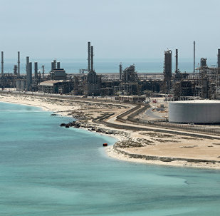 مشهد عام لمصفاة أرامكو السعودية رأس تنورة وتكرير النفط في المملكة العربية السعودية