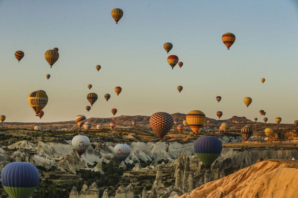 رحلة المناطيد فوق سماء كابادوكيا، تركيا
