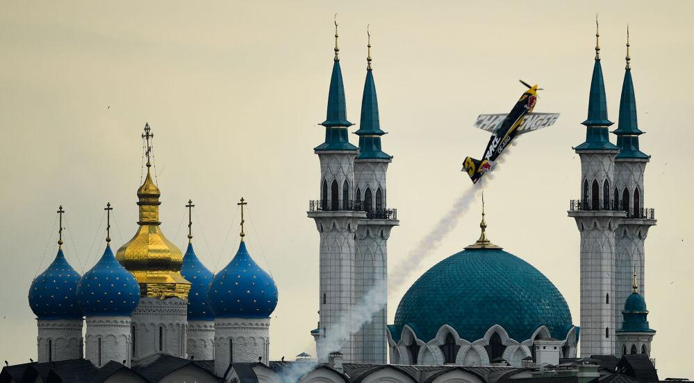 صورة بعنوان خلال عين الإبرة، للمصور فلاديمير أستابكوفيتش، الحاصلة على المركز الثاني في فئة الرياضة، في مسابقة التصوير لشركة Nikon