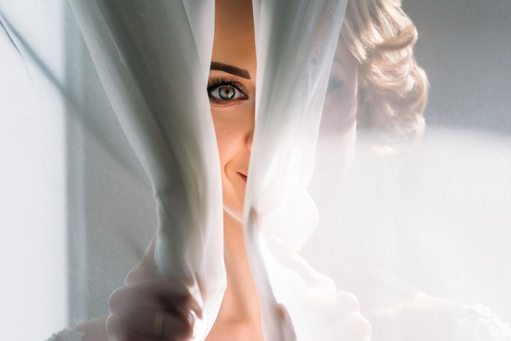 صورة بعنوان نظرة، للمصور سيرغي شوماكوف، الحاصلة على المركز الثاني في فئة الزفاف، في مسابقة التصوير لشركة Nikon