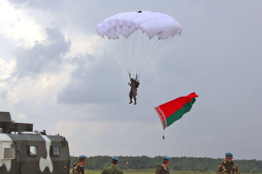 سباق القناصة في إطار مسابقة الألعاب العسكرية الدولية أرمي -2018  (الجيش - 2018) في بريتسك، بيلاروسيا