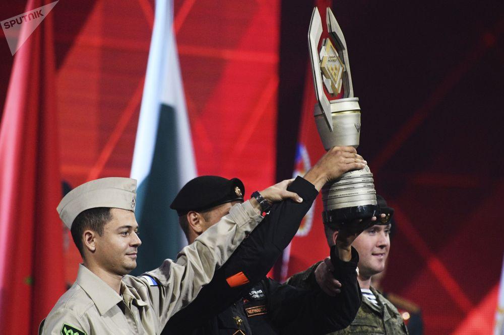 الفريق العسكري الروسي يفوز بكأس الألعاب العسكرية الدولية أرمي -2018  (الجيش - 2018) في حقل ألابينو بضواحي موسكو