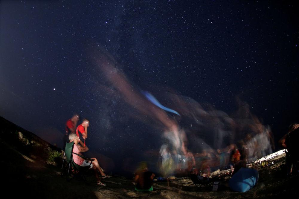 سماء مليئة بالنجوم في مالطا أثناء مطر النيازك شهب البرشاويات 12 أغسطس/ آب 2018