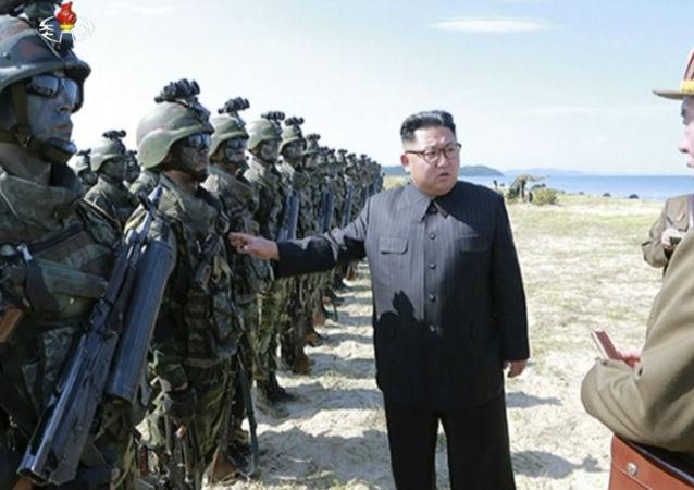 الزعيم الكوري الشمالي كيم جزنغ أون يتفقد الجيش، 26 أغسطس/ آب 2017