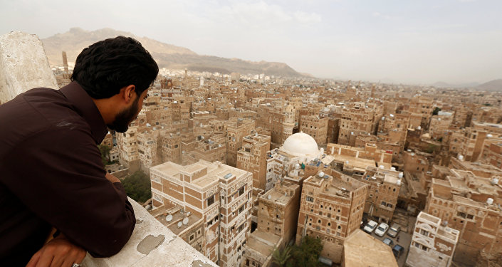 مواطن يمني في العاصمة صنعاء