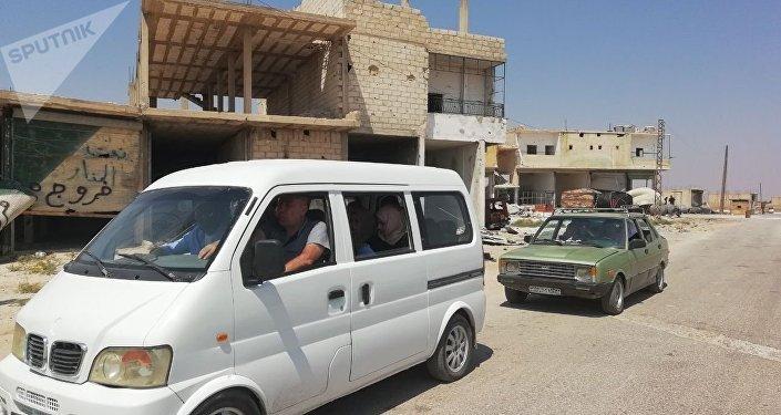 افتتاح معبر أبو الظهور شرق إدلب في سوريا وبدء تدفق المدنيين من مناطق النصرة الإرهابي إلى مناطق سيطرة الحكومة السورية