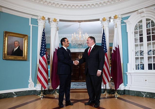 وزير الخارجية القطري محمد بن عبد الرحمن آل ثاني مع نظيره الأمريكي مايك بومبيو