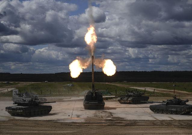 دبابات تي-90 ومدافع ذاتية الحركة من طراز مستا — إس في المنتدى التقني العسكري الدولي أرميا - 2018 (الجيش - 2018 في كوبينكا