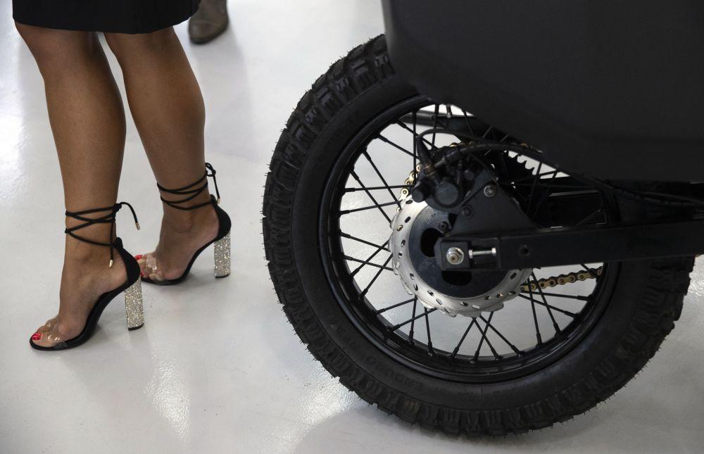 شركة كلاشنيكوف تقدم دراجة نارية إج بولسار الإلكترونية في معرض المنتدى التقني العسكري الدولي أرميا - 2018 (الجيش - 2018 في كوبينكا