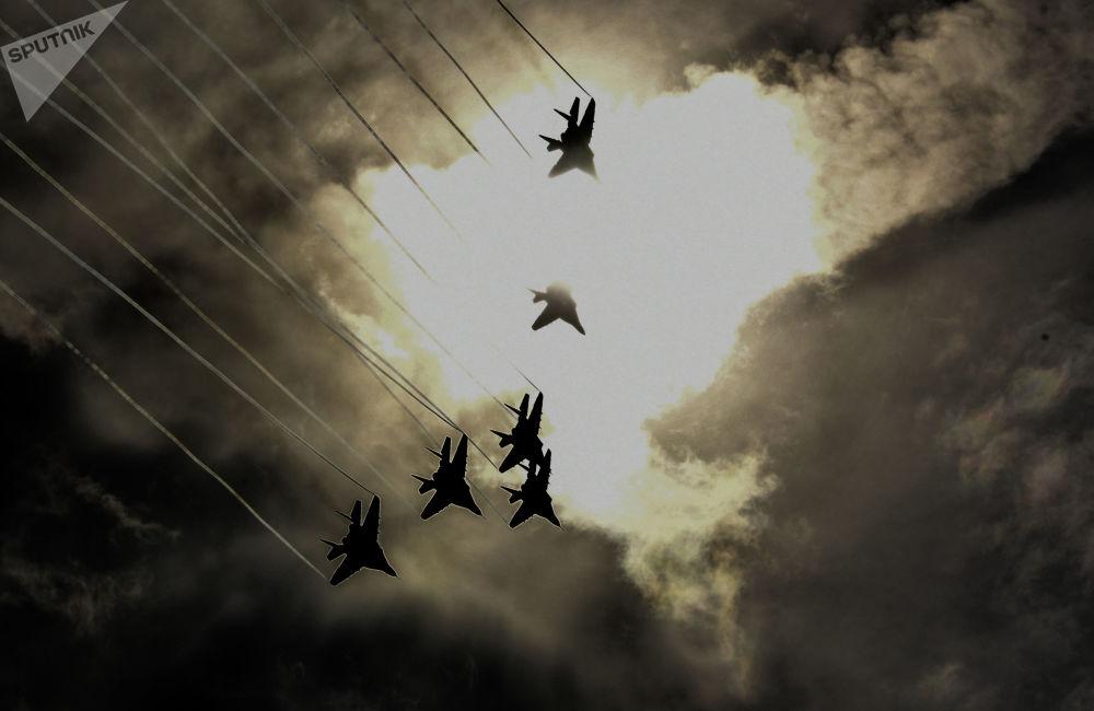 فرقة الاستعراض الجوي ستريجي (ميغ-29) أثناء المنتدى الدولي الرابع أرميا - 2018 (الجيش 2018)