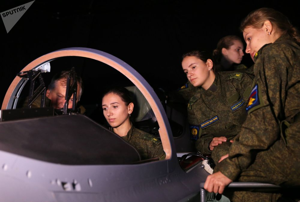 تلميذة من مدرسة كراسنودار العليا للطيران العسكري