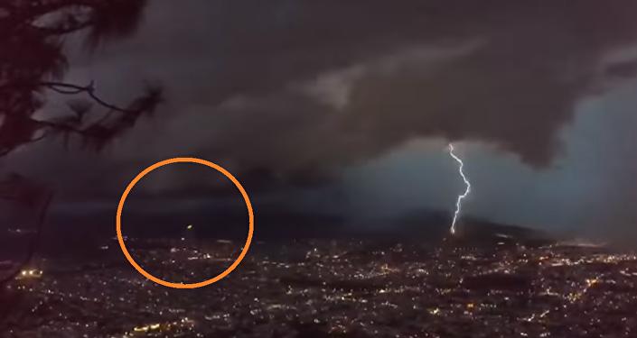 سقوط صحن طائر على مدينة في المكسيك خلال عاصفة ليلية