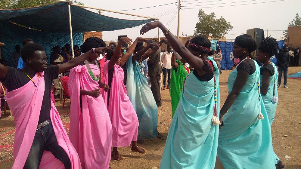 شباب قبيلة الشلك يحتفلون بنهاية الحرب في جنوب السودان