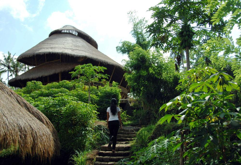 المدرسة الخضراء في في إندونيسيا