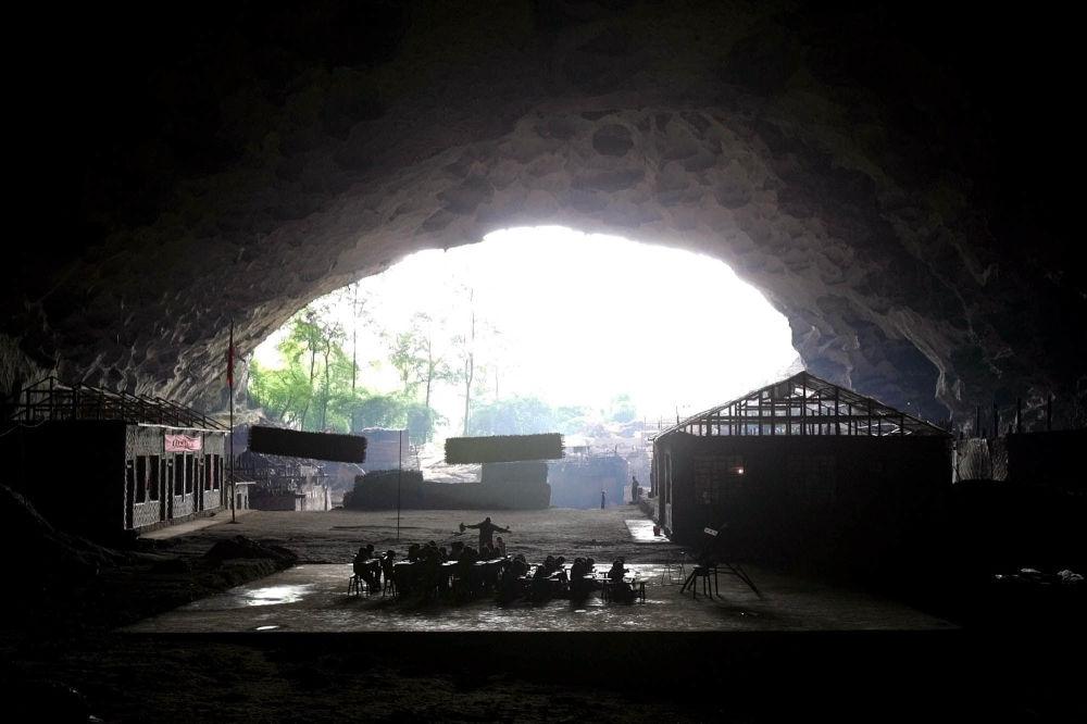 مدرسة جونغ دونغ التي تأخذ شكل كهف في محافظة غويتشو، الصين
