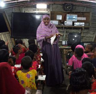 مدرسة عائمة في بنغلادش